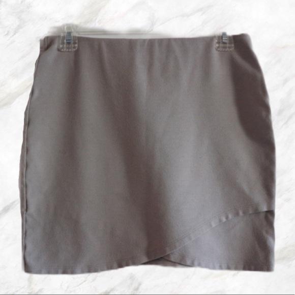 4/$30 🌷 Talula | Taupe Mini Skirt